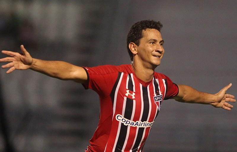 Com Thiago Ribeiro, Santos define time titular contra o São Paulo