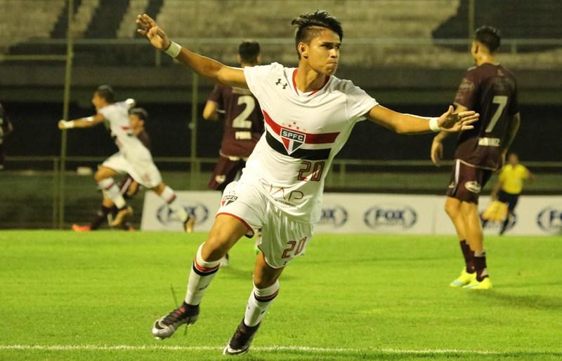 Luiz Araújo reforça o São Paulo no mata-mata da Libertadores