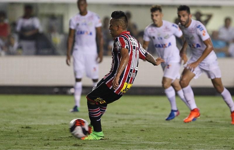 1f4171693 Cueva chegou ao Tricolor em 2016 e utilizou o número 13 no uniforme nos  primeiros meses dele no Morumbi