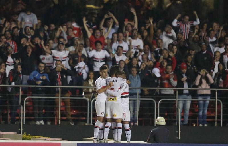 São Paulo e Grêmio ficam no empate em Morumbi lotado