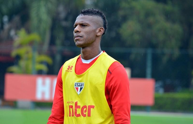 Arboleda é desfalque em treino do São Paulo, mas deve jogar clássico