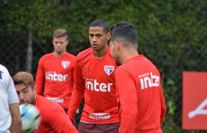 Regularizado, Bruno Alves já treina com o grupo
