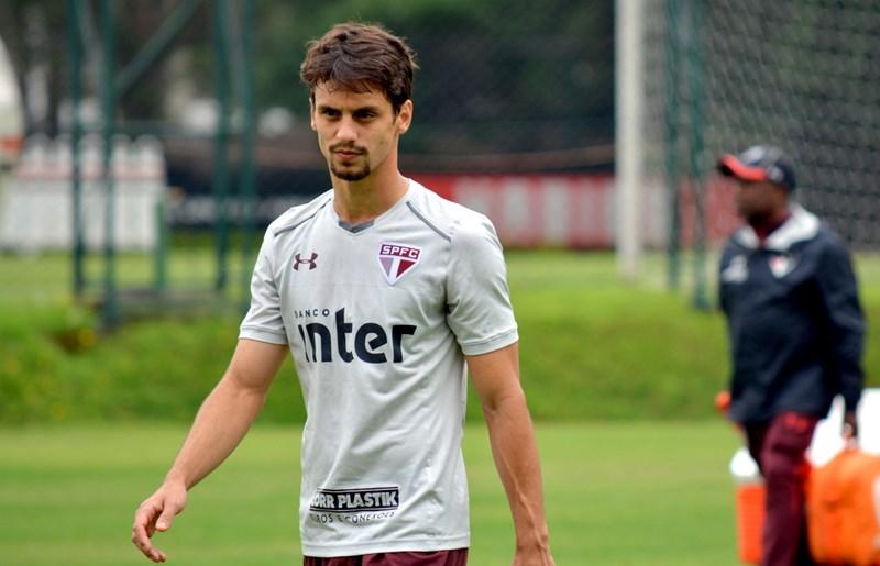 São Paulo: Após cirurgia, Rodrigo Caio deve ter alta já neste sábado