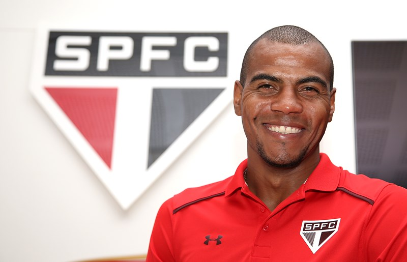 São Paulo contrata lateral-direito Régis