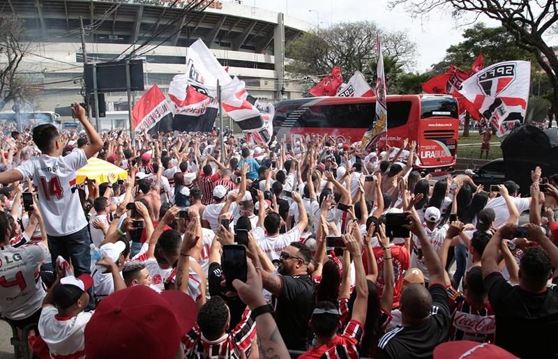 São Paulo recebe o Bahia e tenta retomar a liderança