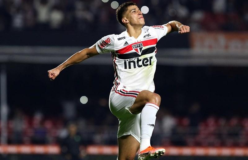 """Vitor Bueno: """"Estou com saudade de vestir a camisa do São Paulo"""""""