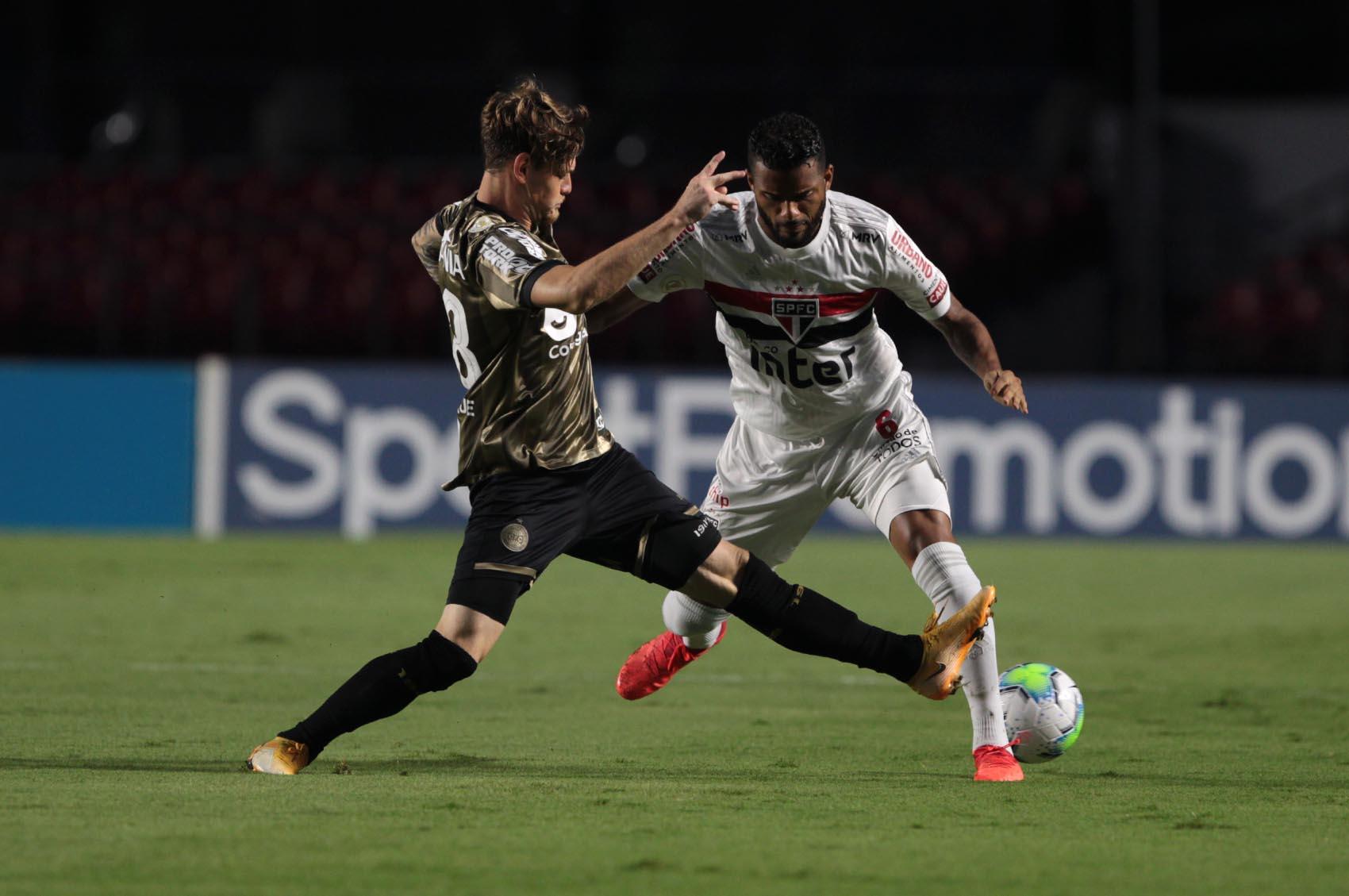 São Paulo empata com o Coritiba pelo Brasileiro