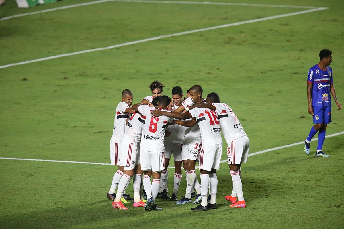 Tricolor goleia o São Caetano na retomada do Paulistão
