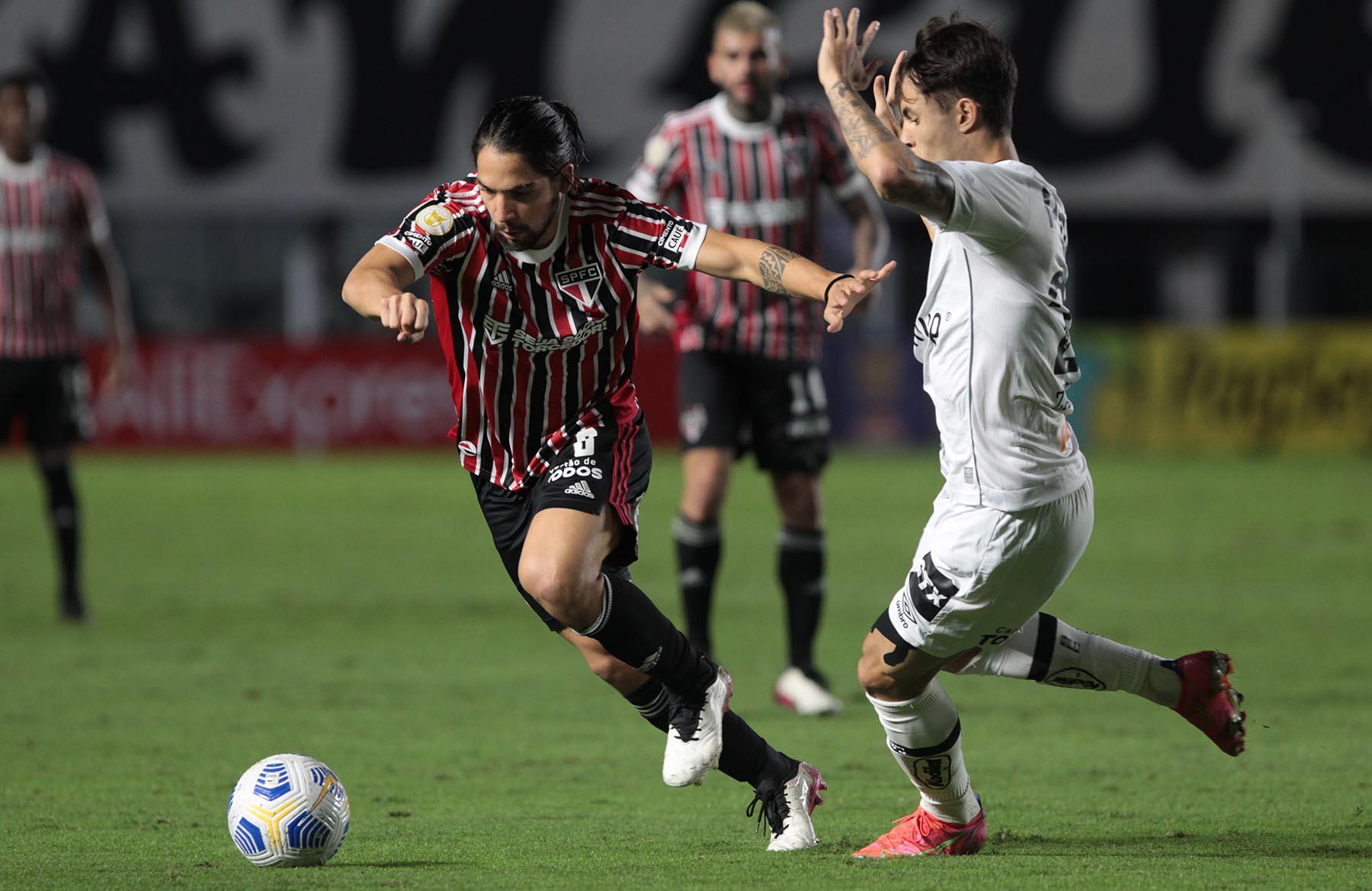 Fora de casa, São Paulo perde para o Santos por 2 a 0