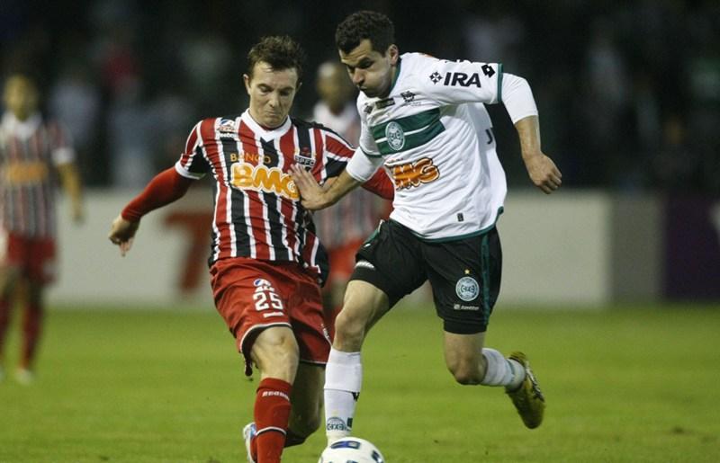 Resultado de imagem para Coritiba 3 x 4 São Paulo - 2011