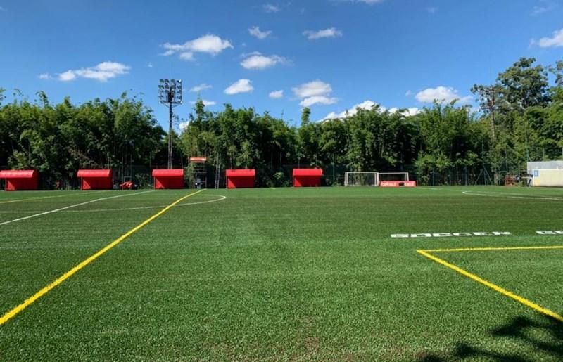 Campo do clube social recebeu nova grama sintética, mais moderna e com melhor sensação térmica