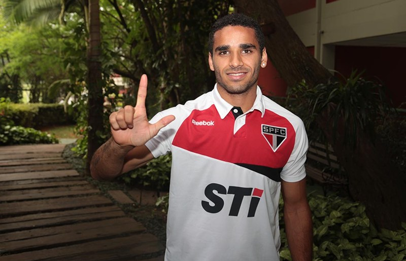 São Paulo acerta a venda de Douglas para Barça e aguarda chegada dos documentos para assinar o acordo