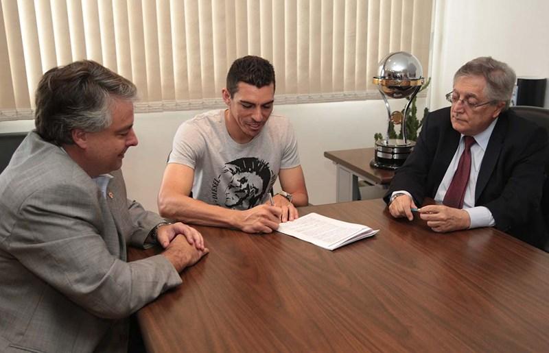 官方:圣保罗签下前尤文图斯后卫卢西奥