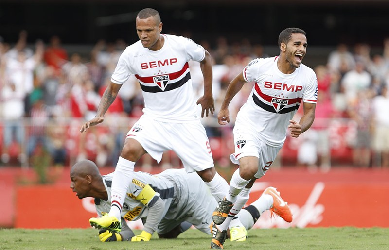 São Paulo confirma venda de Douglas ao Barcelona